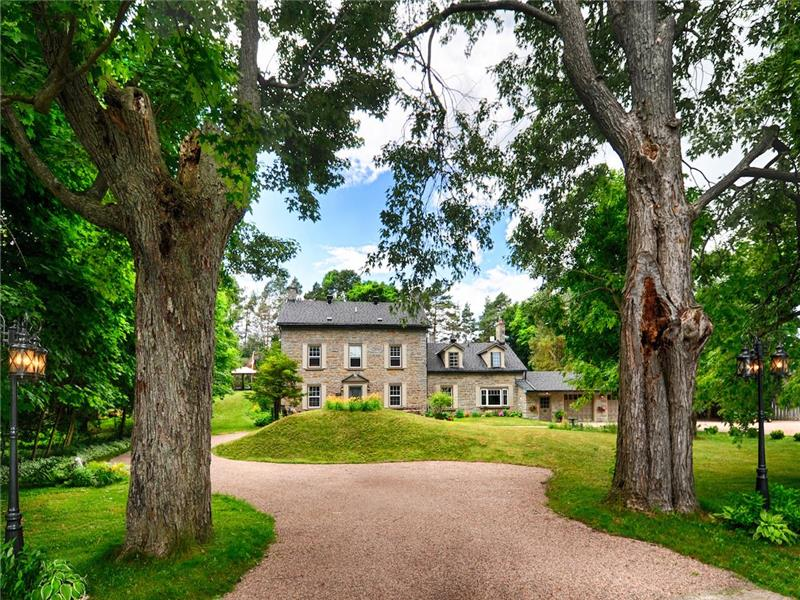 The Old Mill Manor – Mississippi Waterfront Gem Attracts Visitors from around the world